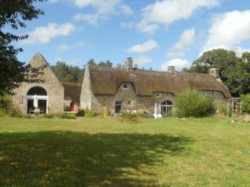 Thatched Cottage in Lovely Hamlet