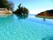 Spacious Villa Sleeps 10, Sea View, Pool & Parking