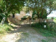 Farmhouse on Domaine 100 ha