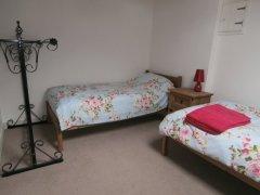 Twin bedroom - 3' beds