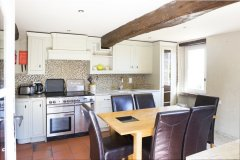 Fully equipped kitchen / diner