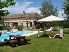 Farmhouse with 4 Bedrooms Ensuite, Pool and Views