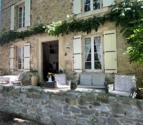 BelleBize - Romantic Stonehouse with River Bathing