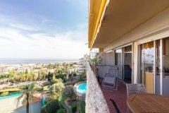 Sunny One Bedroom Flat with Sea View