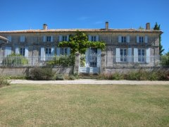 Beautiful Charentais House near Gironde Estuary