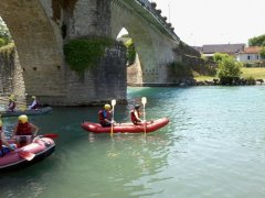 Water activities on the Oloron river by the town bridge
