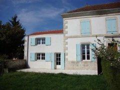 Maison d'Ami in Quiet Village in Charente Maritime
