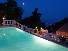 Spacious Villa Sleeps 10, Sea View, Pool & Parking
