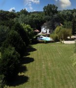 Beautiful Detached House with Pool and Large Garden