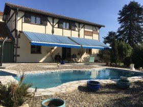 Two Bedroom Gite with Lake and Golf Course, Gironde, Nouvelle-Aquitaine