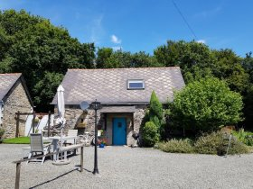 Quiet Country Cottage with Stunning Views, Côtes-d'Armor, Bretagne