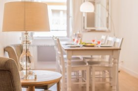 Neptune - Newly Renovated 2 Bedroom in Old Town, Alpes-Maritimes, Provence-Alpes-Côte d'Azur