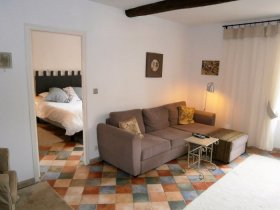 Stylish and Bright Apartment in Lovely Saint-Chinian, Hérault, Occitanie