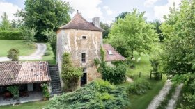 Charming Pigeon Tower East of Bergerac, Dordogne, Nouvelle-Aquitaine
