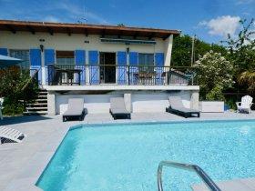 Beautiful View, Log Fire, Hot Tub, Heated Pool, Aude, Occitanie