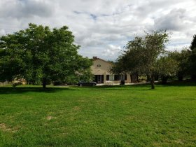 Newly renovated Bungalow with Amazing Views, Dordogne, Nouvelle-Aquitaine