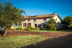 Delightful House with Pool in South-West France, Charente-Maritime, Nouvelle-Aquitaine