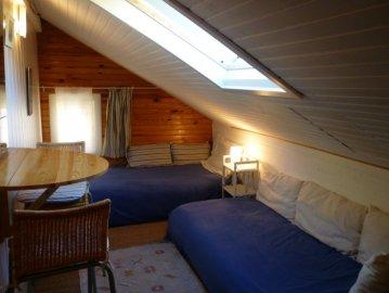 Upstairs sitting room/twin bedroom