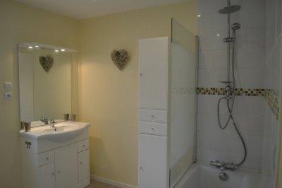 Bathroom, including bath & overhead shower