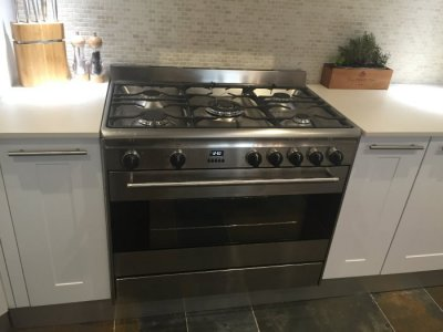 Wonderful oversized gas hob and electric oven
