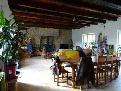 Living room (unfurnished)