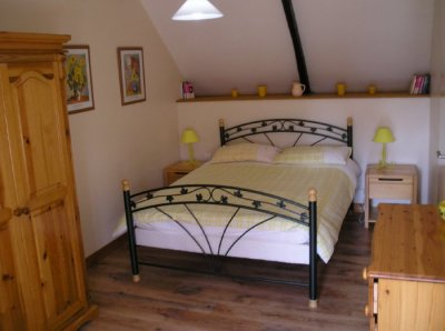 Double bedroom overlooking garden