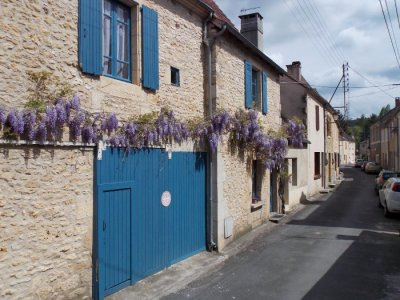 Les Glycines from the street